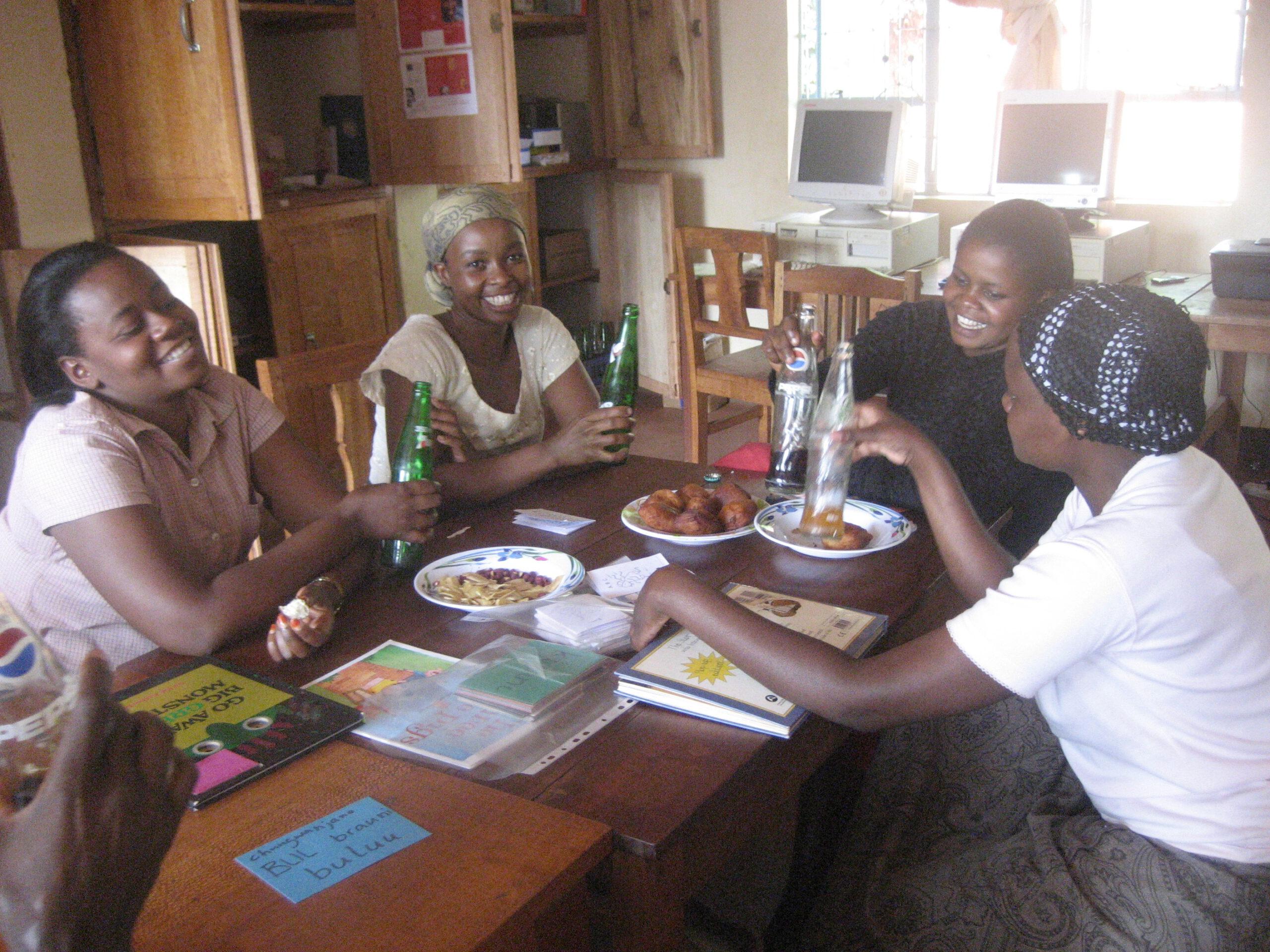 Workshop mit den Erzieherinnen der Amani Nursery School